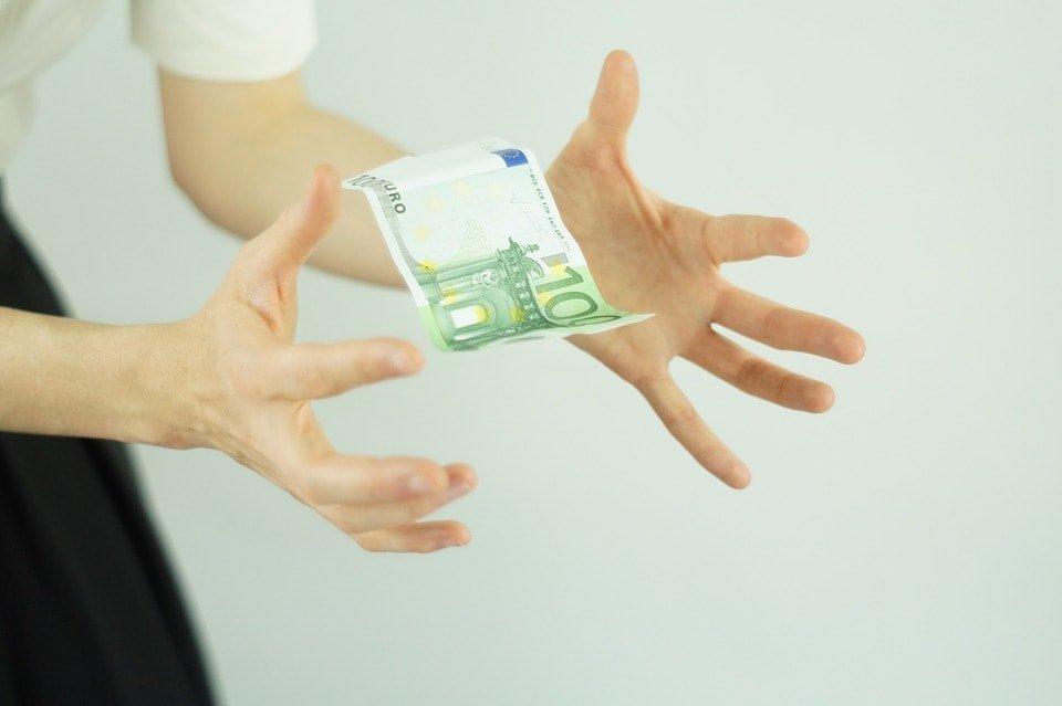 Cómo guardar el dinero durante un viaje 3